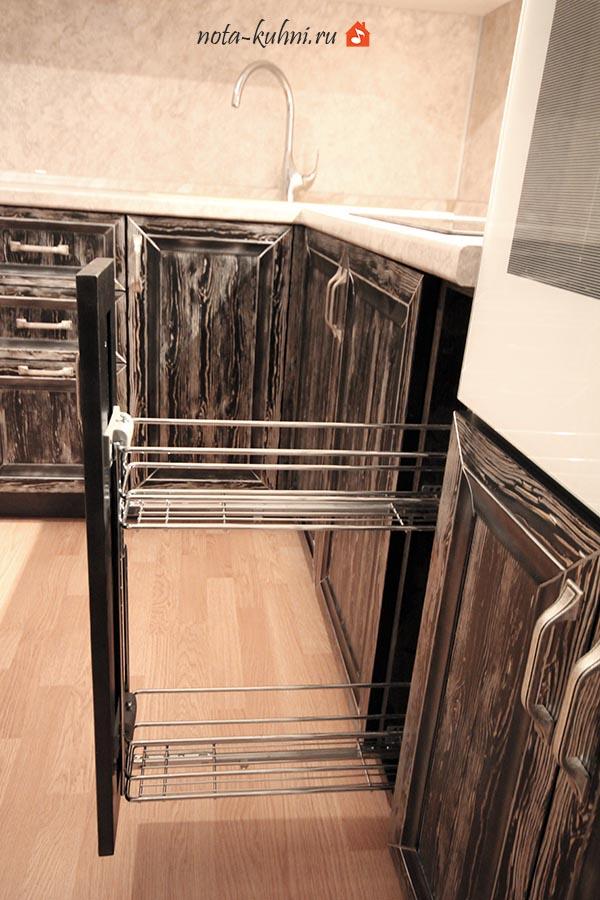 Выдвижная корзина 150 мм в кухонном гарнитуре