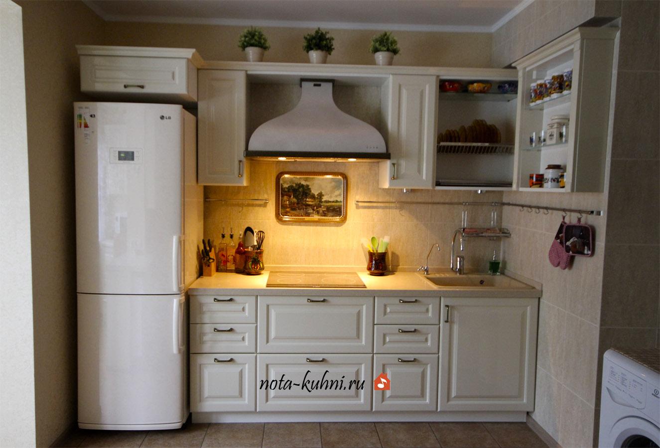Классическая кухня в светлых тонах «Кантата»