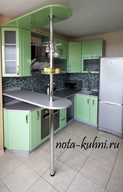 Кухня с барной стойкой из МДФ, покрытого пленкой ПВХ