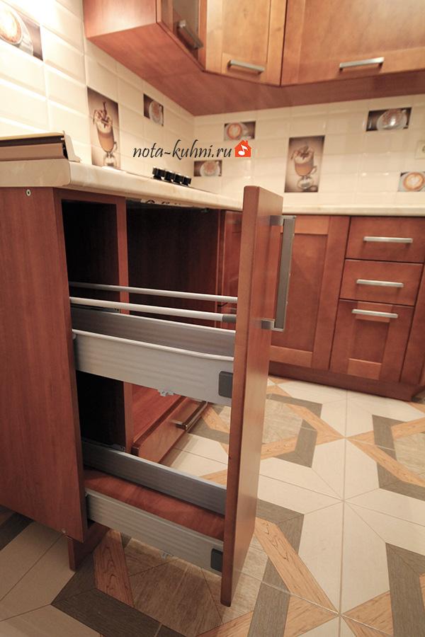 Бутылочница в кухонном гарнитуре