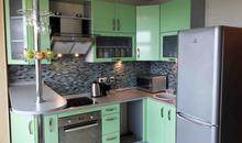 Кухня с барной стойкой из МДФ, покрытого пленкой ПВХ или эмалью